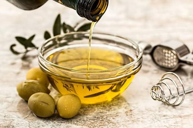 Haarkur selber machen mit Olivenöl